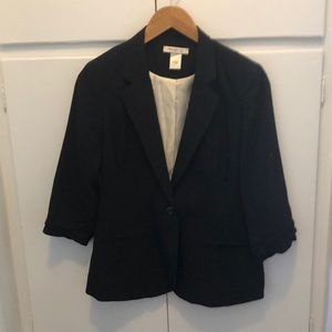 Black, fitted blazer with cropped sleeves.